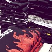 Saindo do forno as camisetas mais 🔥🔥🔥🔥🔥🔥🔥🔥 da internet! . . . #camiseta #camisetas #rock #black #preta #cyberpunk #samurai